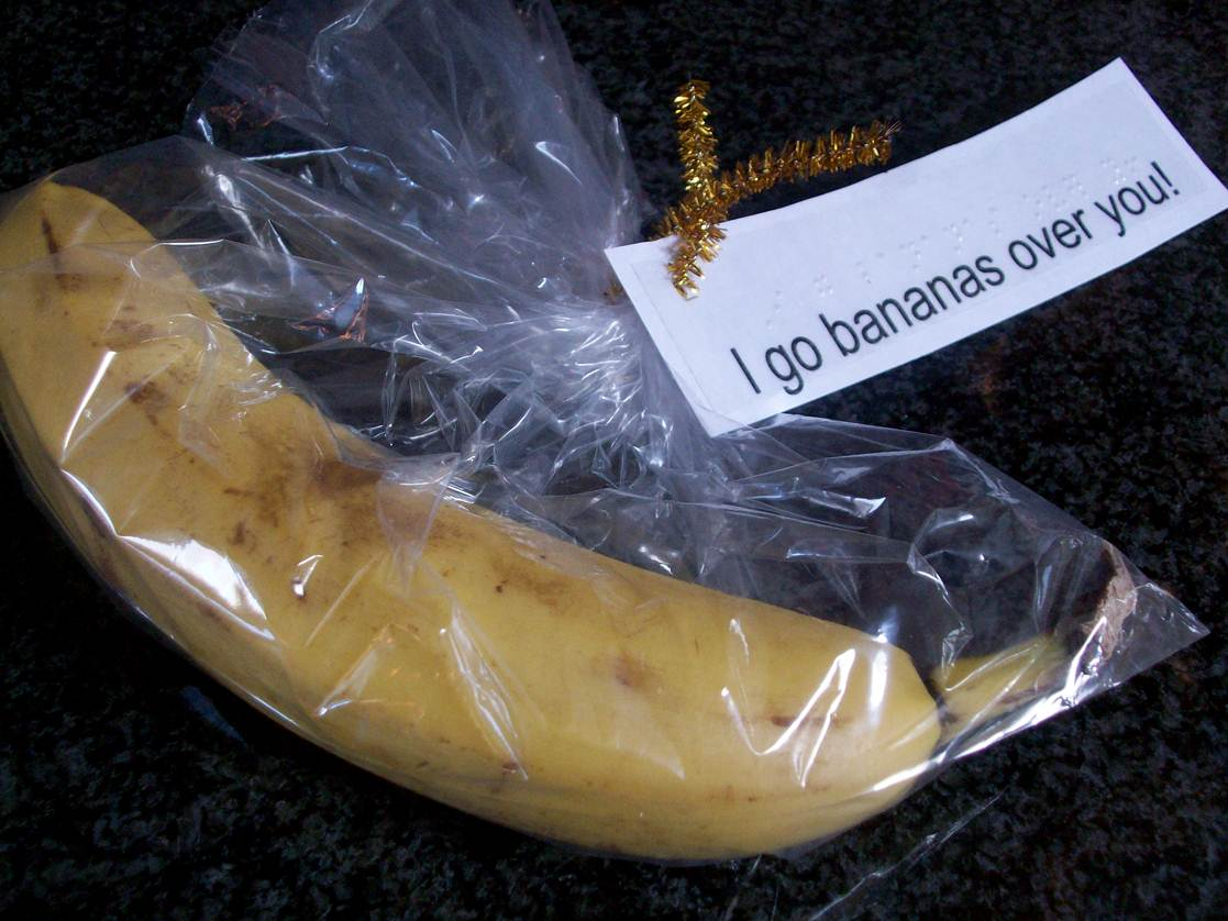 Using fruits such as banana for valentines gift, I go bananas over you.