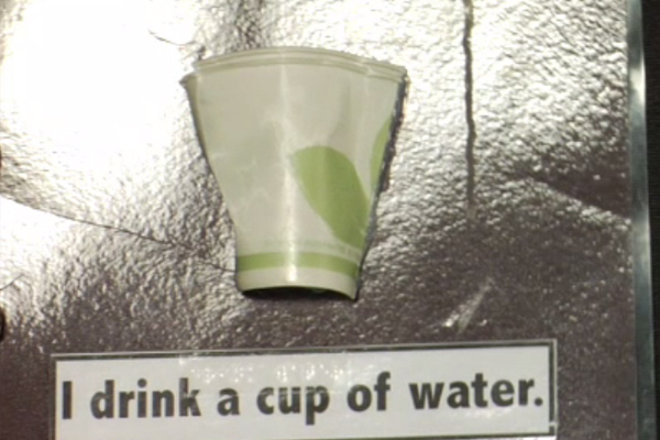 Illustration of I drink a cup of water.