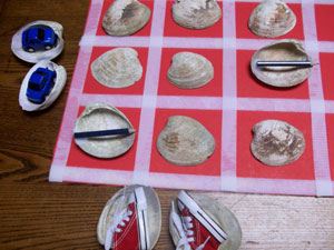 various objects under seashell matching game