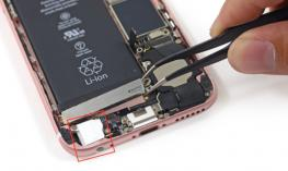 Photo displaying the internal components of the iPhone and the amount of space taken up with the headphone jack.