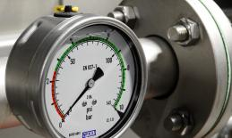 pressure gauge on an air tank