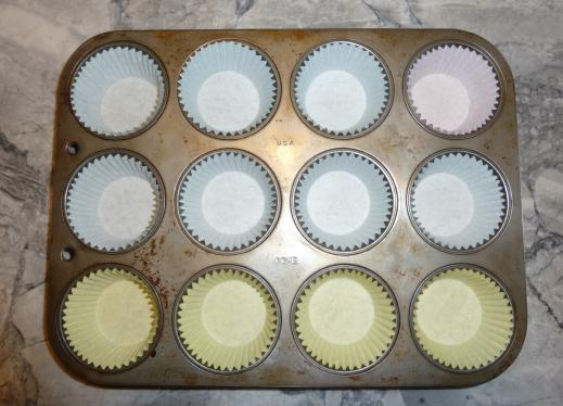 Muffin tin with liners